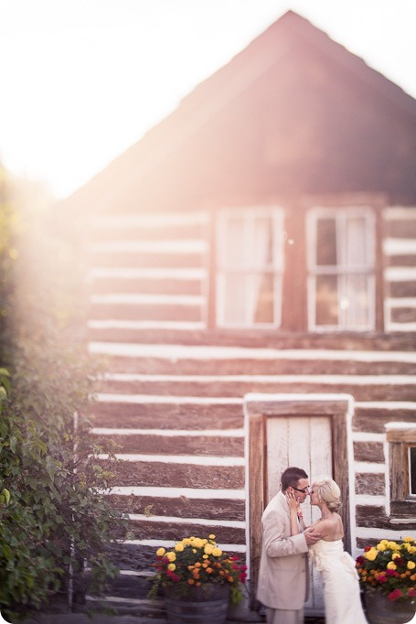 vintage-summerhill-schoolhouse-wedding-Kelowna_158_by-Kevin-Trowbridge