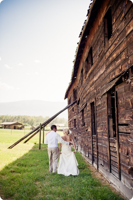 vintage-summerhill-schoolhouse-wedding-Kelowna_64_by-Kevin-Trowbridge