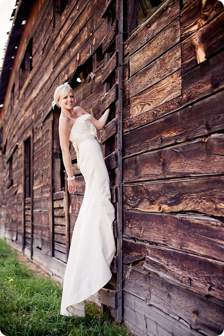 vintage-summerhill-schoolhouse-wedding-Kelowna_70_by-Kevin-Trowbridge
