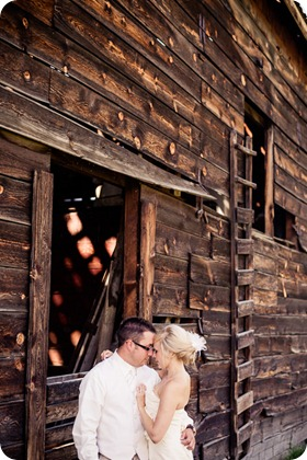 vintage-summerhill-schoolhouse-wedding-Kelowna_72_by-Kevin-Trowbridge