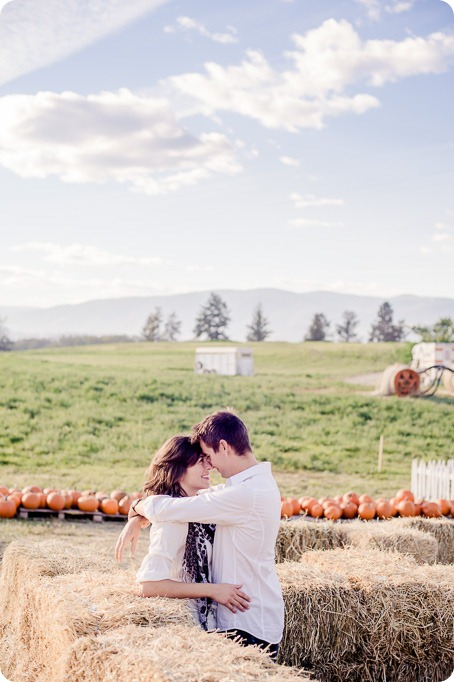 Kelowna-fall-autumn-farm-engagement-session-with-horses_1928_by-Kevin-Trowbridge