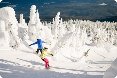 Big-White_snowboard-engagement-session_snowghost-portraits_106_by-Kevin-Trowbridge
