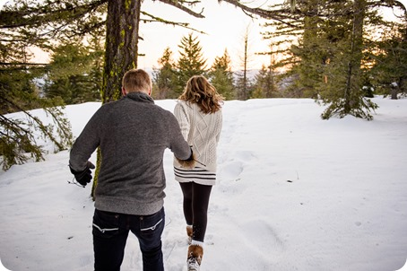Crystal-Mountain_Kelowna-engagement-session_snowshoeing-smores_111_by-Kevin-Trowbridge