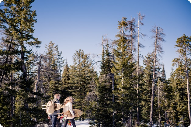 Crystal-Mountain_Kelowna-engagement-session_snowshoeing-smores_19_by-Kevin-Trowbridge