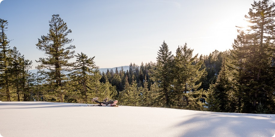 Crystal-Mountain_Kelowna-engagement-session_snowshoeing-smores_78_by-Kevin-Trowbridge