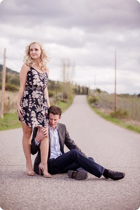 convertible-Cadillac_engagement-portraits_travel-cherry-orchard_Okanagan_20_by-Kevin-Trowbridge