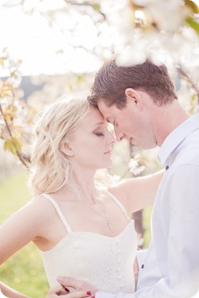 convertible-Cadillac_engagement-portraits_travel-cherry-orchard_Okanagan_32_by-Kevin-Trowbridge