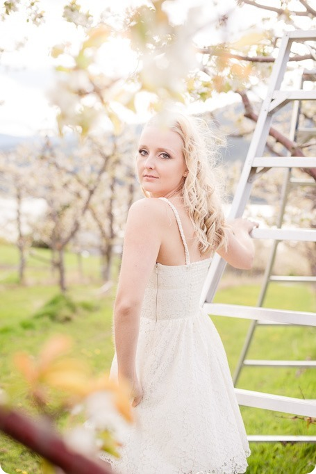 convertible-Cadillac_engagement-portraits_travel-cherry-orchard_Okanagan_39_by-Kevin-Trowbridge
