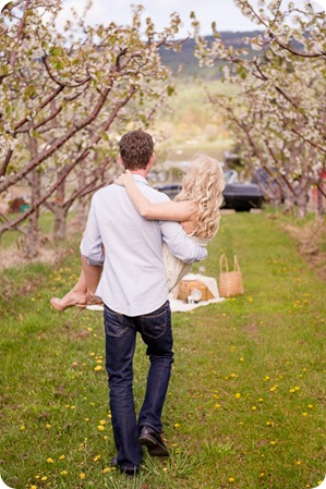 convertible-Cadillac_engagement-portraits_travel-cherry-orchard_Okanagan_52_by-Kevin-Trowbridge