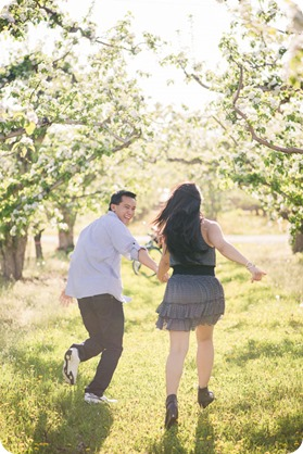 tandem-bike_engagement-portraits_apple-orchard_Kelowna_14_by-Kevin-Trowbridge