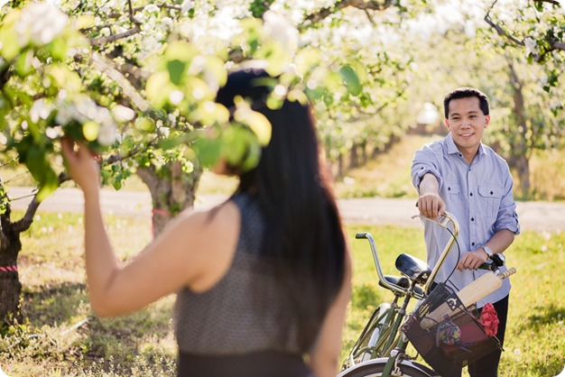 tandem-bike_engagement-portraits_apple-orchard_Kelowna_16_by-Kevin-Trowbridge