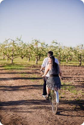 tandem-bike_engagement-portraits_apple-orchard_Kelowna_41_by-Kevin-Trowbridge