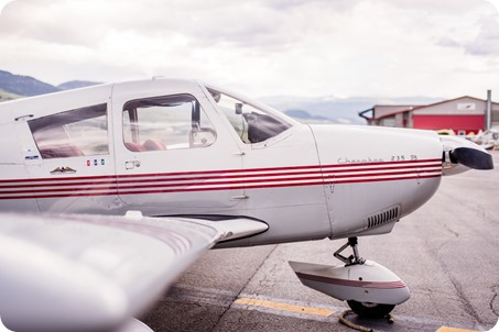 Kelowna-airport-engagement-session_airplane-portraits_02_by-Kevin-Trowbridge