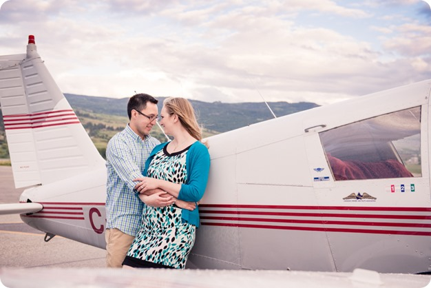Kelowna-airport-engagement-session_airplane-portraits_61_by-Kevin-Trowbridge