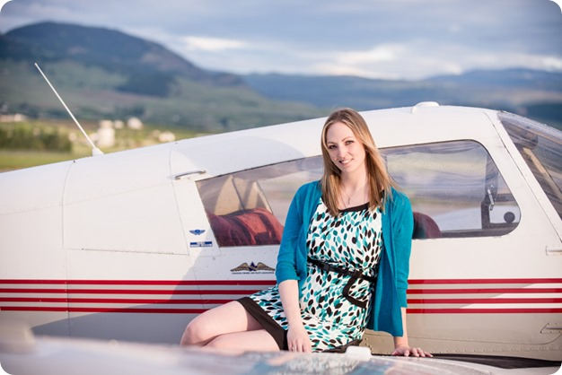 Kelowna-airport-engagement-session_airplane-portraits_70_by-Kevin-Trowbridge