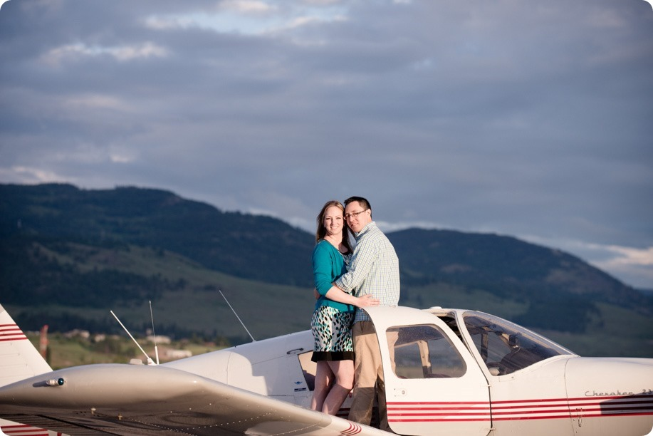 Kelowna-airport-engagement-session_airplane-portraits_79_by-Kevin-Trowbridge
