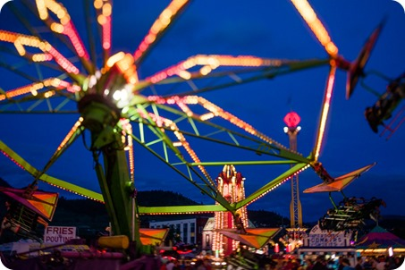 Kelowna-carnival-engagement-session_amusement-park-portraits168_by-Kevin-Trowbridge