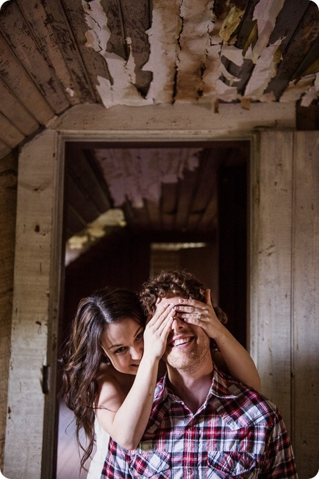 Kelowna-vintage-truck-engagement-session_heritage-orchard-photos106_by-Kevin-Trowbridge