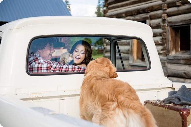 Kelowna-vintage-truck-engagement-session_heritage-orchard-photos10_by-Kevin-Trowbridge