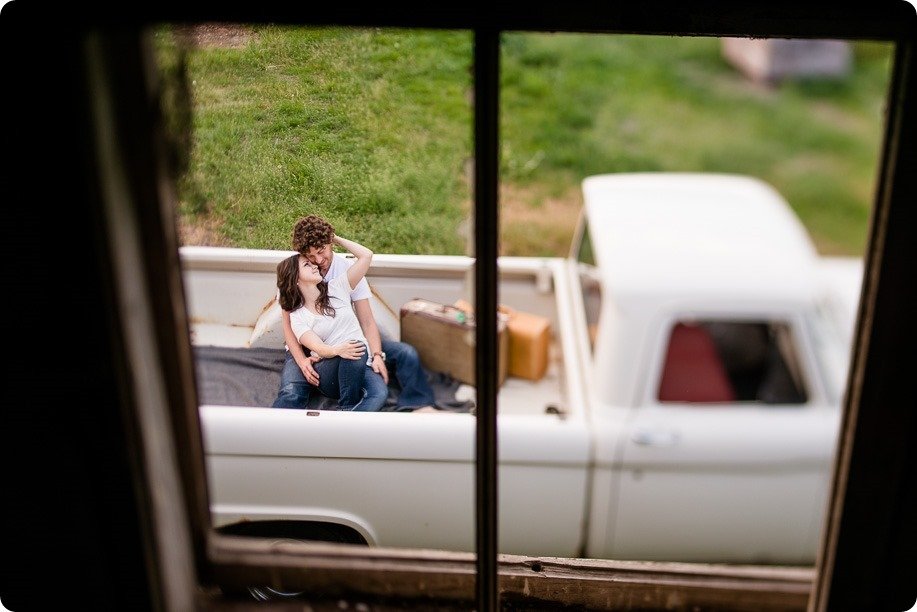 Kelowna-vintage-truck-engagement-session_heritage-orchard-photos111_by-Kevin-Trowbridge