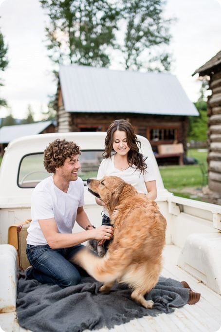 Kelowna-vintage-truck-engagement-session_heritage-orchard-photos123_by-Kevin-Trowbridge