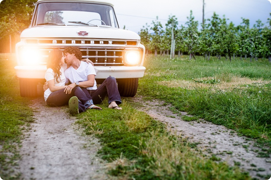 Kelowna-vintage-truck-engagement-session_heritage-orchard-photos134_by-Kevin-Trowbridge