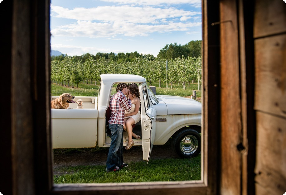 Kelowna-vintage-truck-engagement-session_heritage-orchard-photos20_by-Kevin-Trowbridge