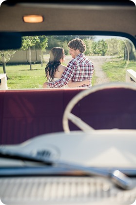 Kelowna-vintage-truck-engagement-session_heritage-orchard-photos24_by-Kevin-Trowbridge