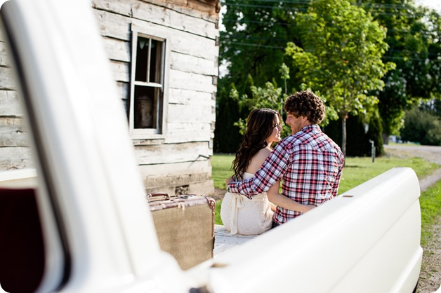 Kelowna-vintage-truck-engagement-session_heritage-orchard-photos26_by-Kevin-Trowbridge