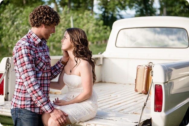 Kelowna-vintage-truck-engagement-session_heritage-orchard-photos27_by-Kevin-Trowbridge