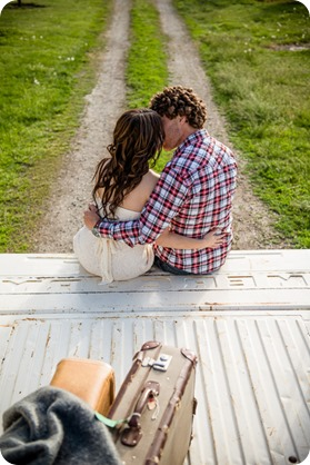 Kelowna-vintage-truck-engagement-session_heritage-orchard-photos29_by-Kevin-Trowbridge