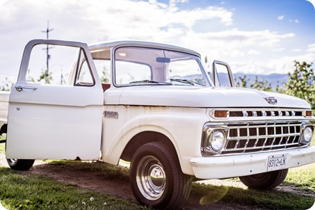 Kelowna-vintage-truck-engagement-session_heritage-orchard-photos32_by-Kevin-Trowbridge