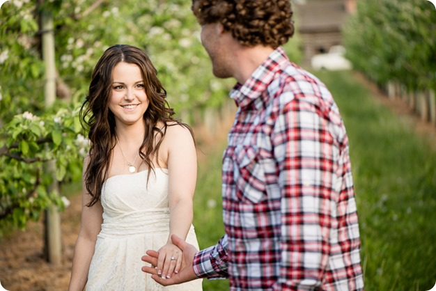 Kelowna-vintage-truck-engagement-session_heritage-orchard-photos48_by-Kevin-Trowbridge