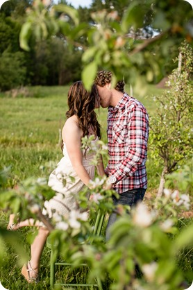 Kelowna-vintage-truck-engagement-session_heritage-orchard-photos51_by-Kevin-Trowbridge
