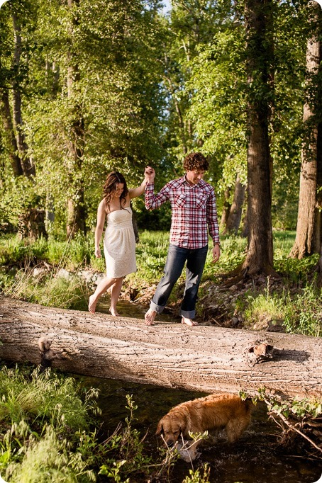 Kelowna-vintage-truck-engagement-session_heritage-orchard-photos76_by-Kevin-Trowbridge