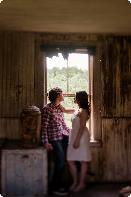 Kelowna-vintage-truck-engagement-session_heritage-orchard-photos99_by-Kevin-Trowbridge