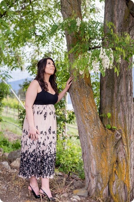 Okanagan-Centre-engagement-session_vineyard-lake-portraits_03_by-Kevin-Trowbridge