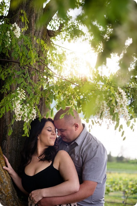 Okanagan-Centre-engagement-session_vineyard-lake-portraits_04_by-Kevin-Trowbridge