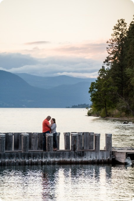 Okanagan-Centre-engagement-session_vineyard-lake-portraits_113_by-Kevin-Trowbridge