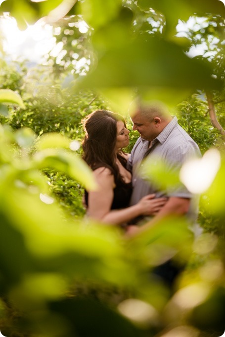Okanagan-Centre-engagement-session_vineyard-lake-portraits_58_by-Kevin-Trowbridge