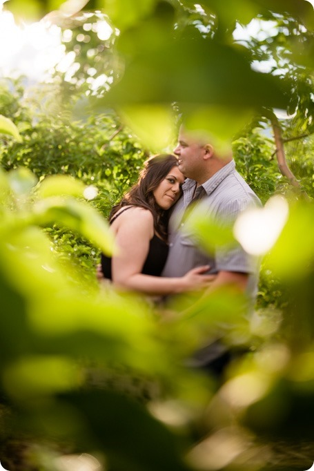 Okanagan-Centre-engagement-session_vineyard-lake-portraits_59_by-Kevin-Trowbridge