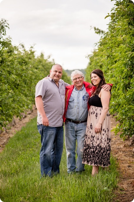 Okanagan-Centre-engagement-session_vineyard-lake-portraits_64_by-Kevin-Trowbridge