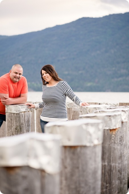 Okanagan-Centre-engagement-session_vineyard-lake-portraits_80_by-Kevin-Trowbridge