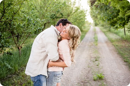 farm-engagement-session_dachshund-dogs_Okanagan_07_by-Kevin-Trowbridge