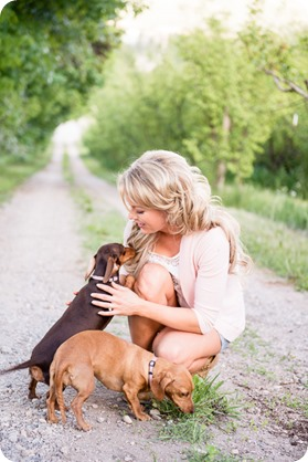 farm-engagement-session_dachshund-dogs_Okanagan_16_by-Kevin-Trowbridge