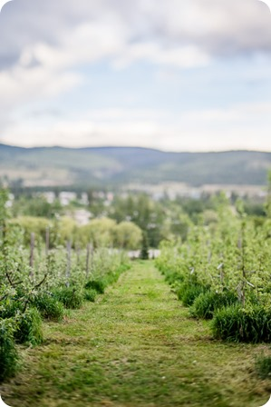 farm-engagement-session_dachshund-dogs_Okanagan_39_by-Kevin-Trowbridge