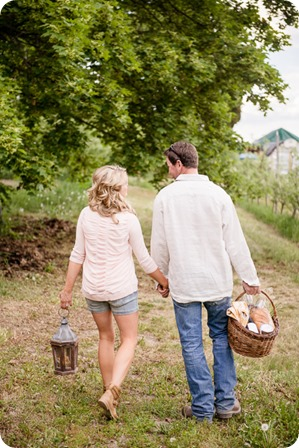 farm-engagement-session_dachshund-dogs_Okanagan_42_by-Kevin-Trowbridge
