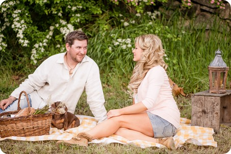 farm-engagement-session_dachshund-dogs_Okanagan_48_by-Kevin-Trowbridge
