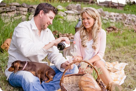 farm-engagement-session_dachshund-dogs_Okanagan_52_by-Kevin-Trowbridge
