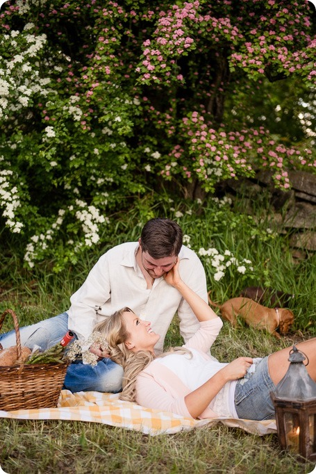 farm-engagement-session_dachshund-dogs_Okanagan_60_by-Kevin-Trowbridge
